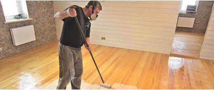 Чем покрыть деревянный пол в квартире: лаком, воском, маслом